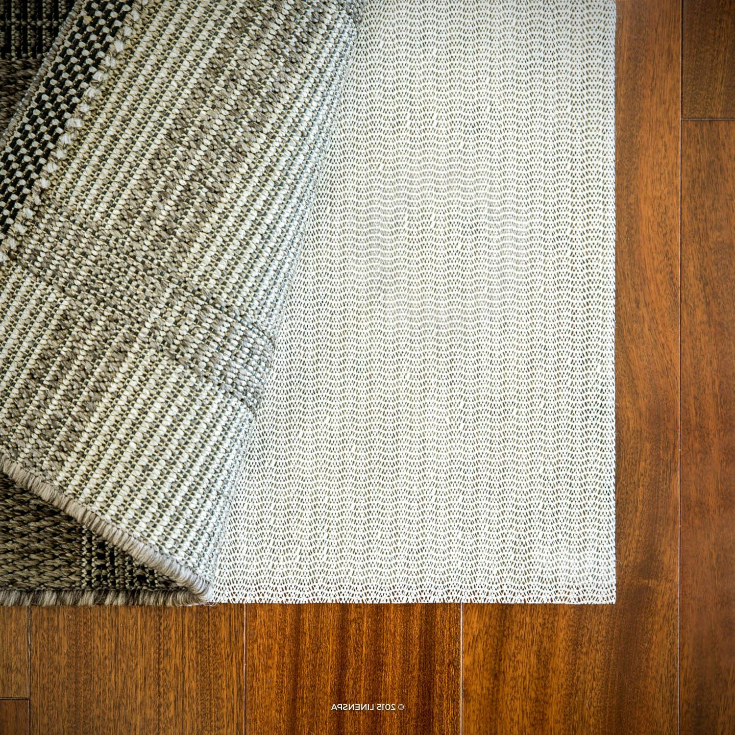 non slip rug pad holds rug or